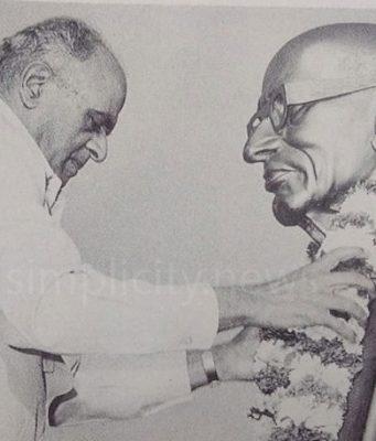 GK Sundaram garlanding Rajaji
